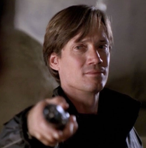 Dylan Hunt (Kevin Sorbo in Andromeda) face closeup pointing a thing