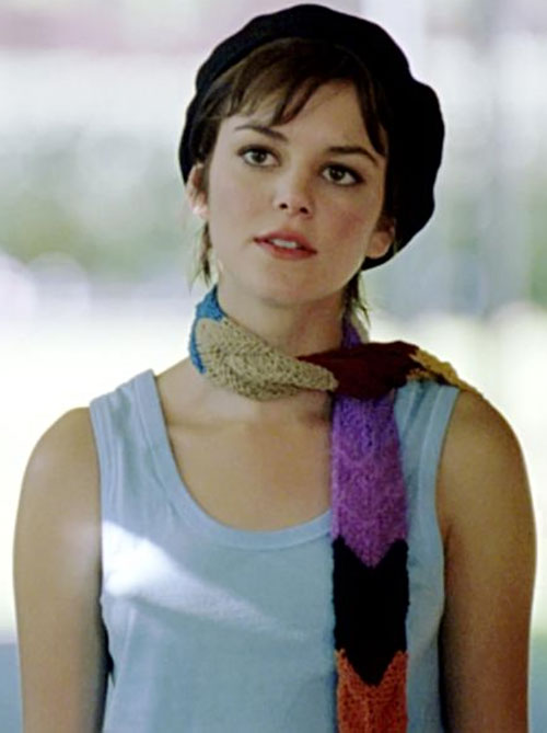 Eden McCain (Nora Zehetner in Heroes) with a light blue tank top, a scarf and a beret