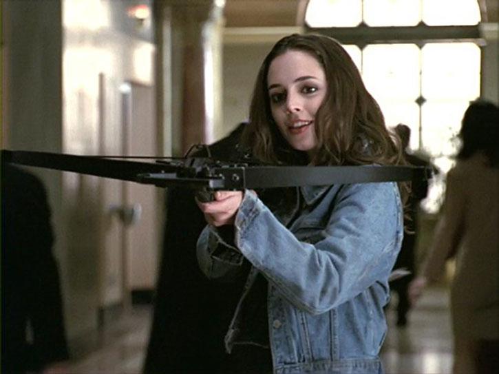 Faith Lehane (Eliza Dushku) aims a crossbow