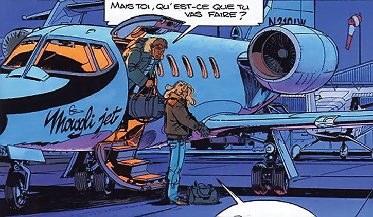 Freddy Kaplan and Largo Winch disembark from a jet
