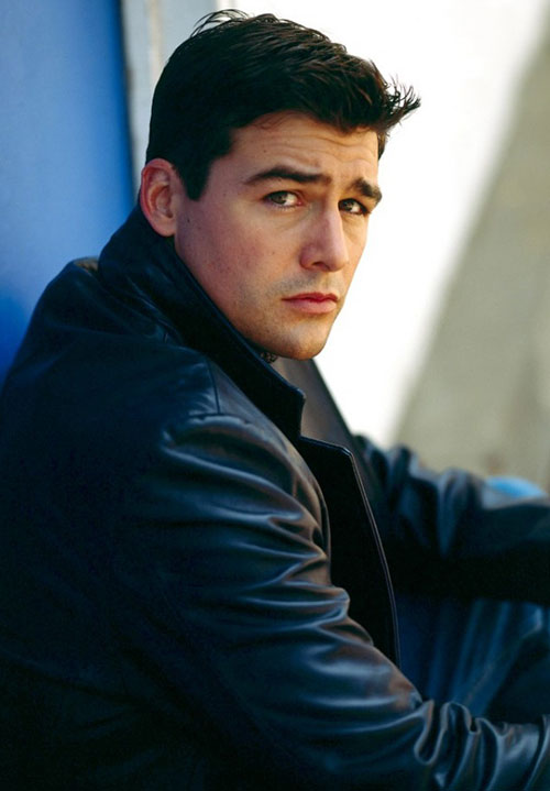 Kyle Chandler as Gary Hobson in Early Edition