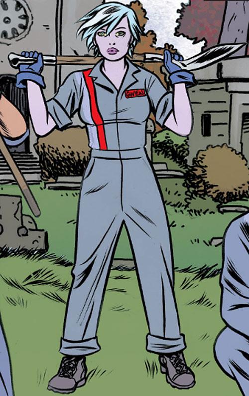 Gwen Dylan (iZombie DC Comics) gray uniform and shovel
