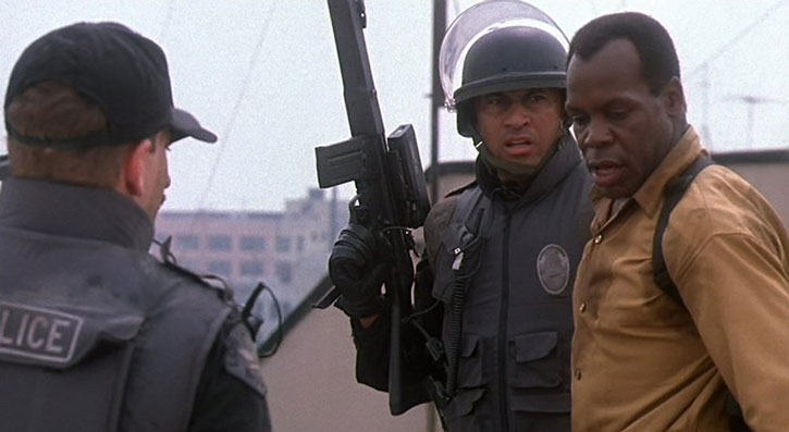 Detective Harrigan (Danny Glover) and SWAT officers