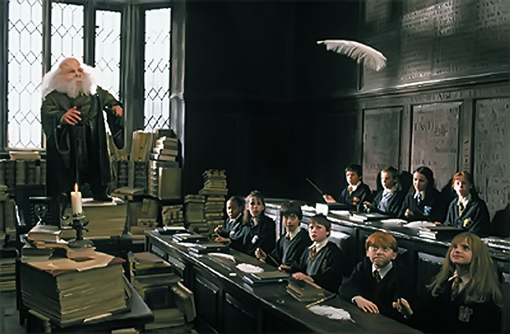 Hogwarts teacher levitates a feather
