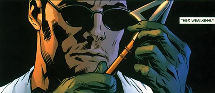 I, Spyder examines a arrowhead