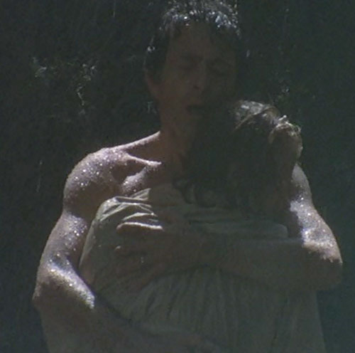 Hulk (Lou Ferrigno / Bill Bixby TV show) - Banner hugging a woman under the rain