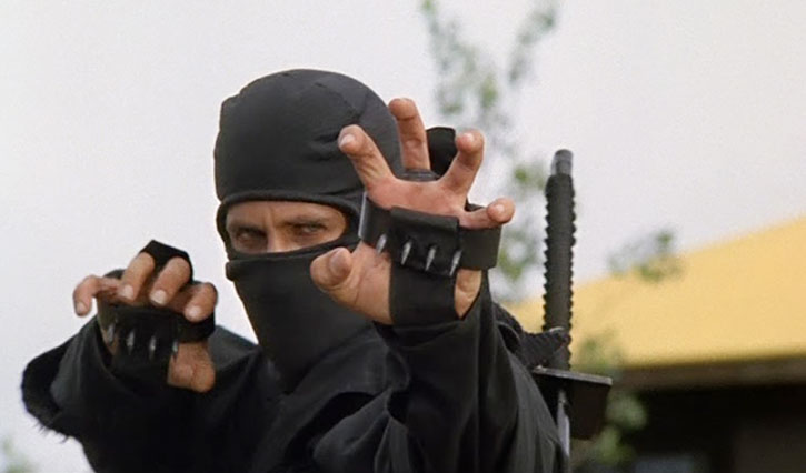 Joe Armstrong (Michael Dudikoff) with ninja claws