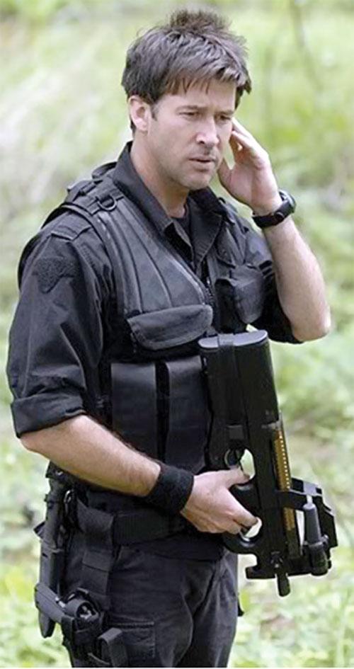 John Shepard (Joe Flanigan in Stargate Atlantis) with his P90