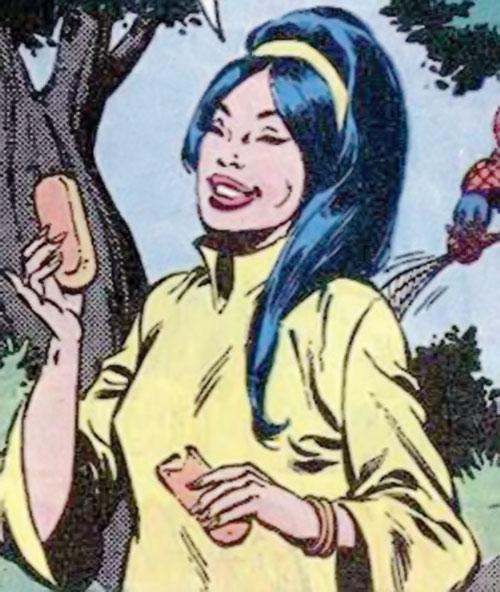 June Jitsui (Hostess Comics) eating twinkies