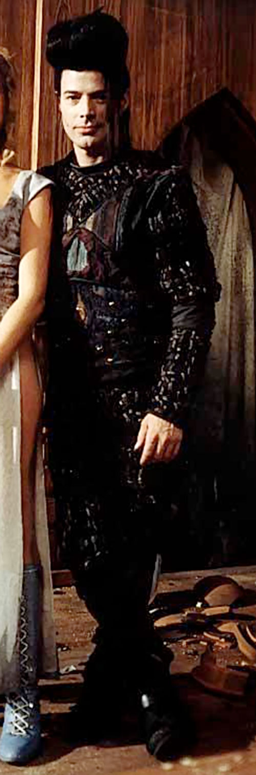 Kai of the Brunnen-G (Michael McMannus in LEXX) standing