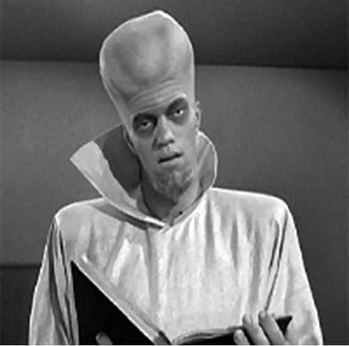 "Kanamit (Twilight Zone episode ""To Serve Man"") giving a speech"
