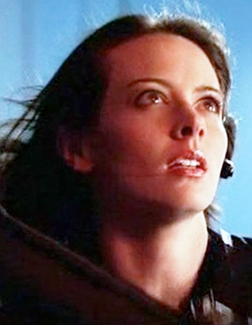 Kelly Peyton (Amy Acker in Alias) face closeup