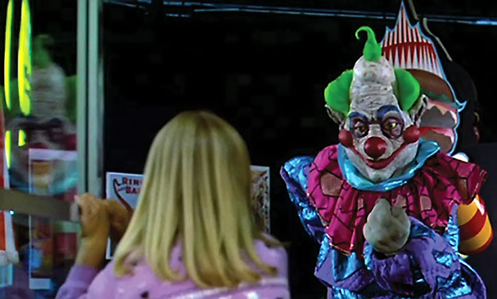 Killer Klowns inviting a little girl
