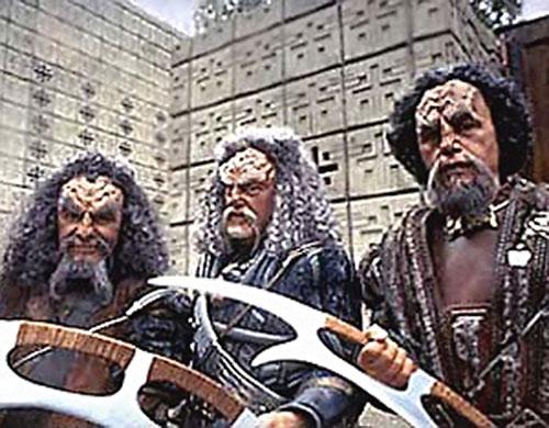 Klingon soldiers (Star Trek) armed with bat'leth
