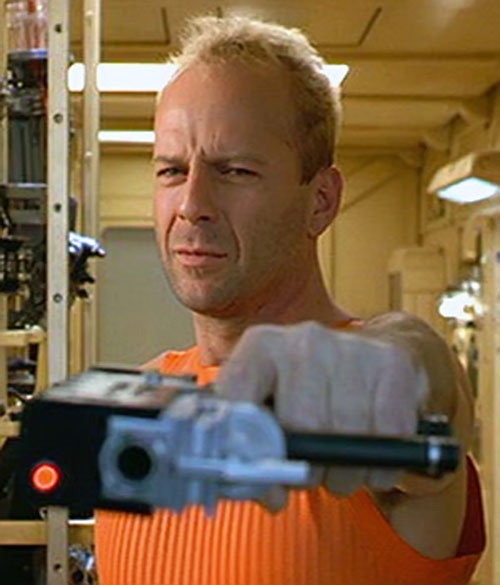 Korben Dallas disarming the mugger
