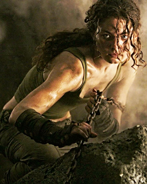 Kyra (Alexa Davalos in Chronicles of Riddick) pulling on a chain