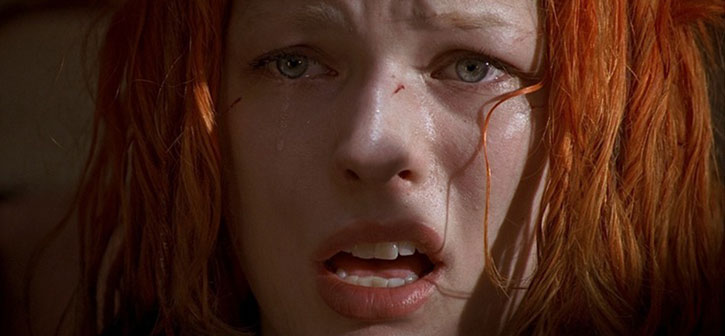 Leeloo (Milla Jovovitch) surprised and aghast