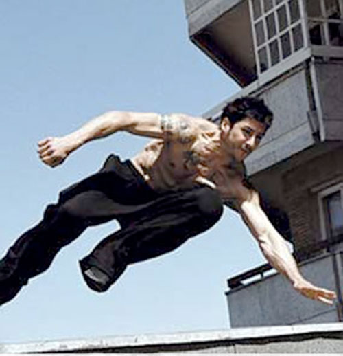 Leito (David Belle in District B13 / Banlieue 13) doing parkour