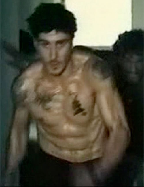 Leito (David Belle in District B13 / Banlieue 13) running bare-chested