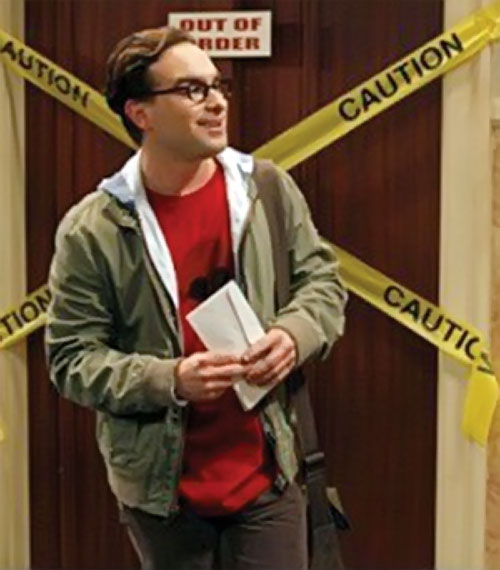 Leonard Hofstadter (Johnny Galecki in Big Bang Theory) with a messenger bag