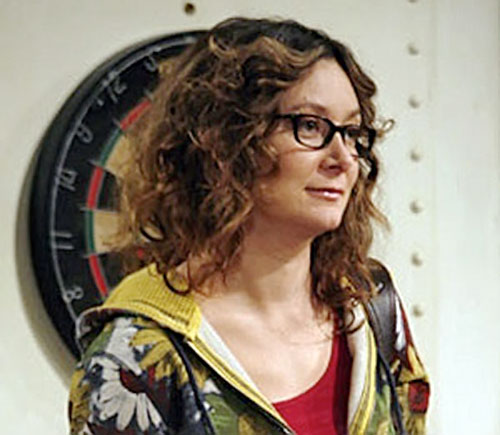Leslie Winkle (Sara Gilbert in Big Bang Theory) next to a dart board