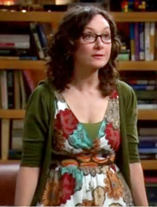 Leslie Winkle (Sara Gilbert in Big Bang Theory) in a floral dress
