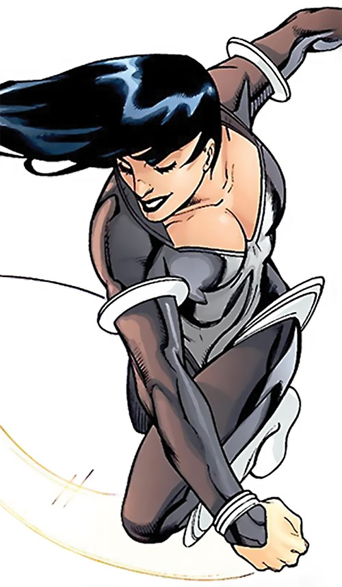 Lira (Wonder Woman enemy) (DC Comics) punching