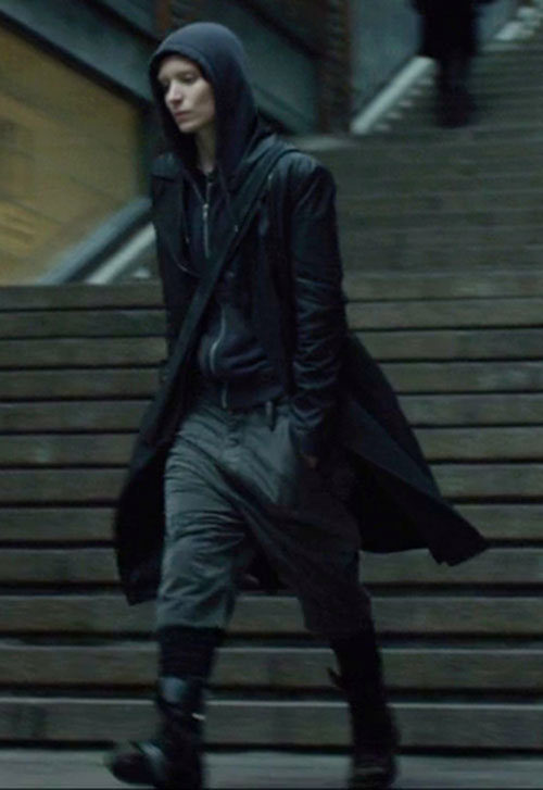 Lisbeth Salander (Movie version) (Rooney Mara take) blach hoodie up and black coat