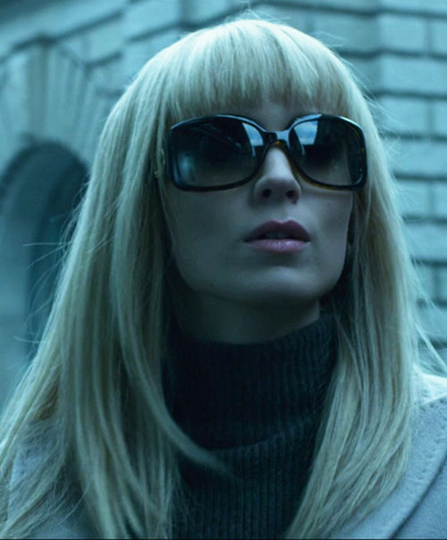Lisbeth Salander (Movie version) (Rooney Mara take) sunglasses and blond wig