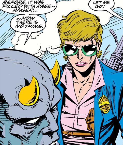 Maggie Sawyer (DC Comics) in Metropolis with Dubilex