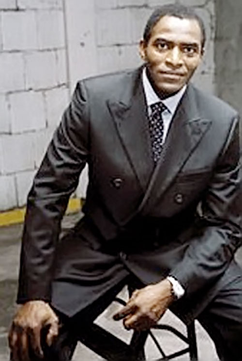 Marcus Dixon (Carl Lumbly in Alias) in a black suit