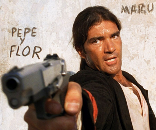 Desperado - Antonio Banderas pointing a pistol