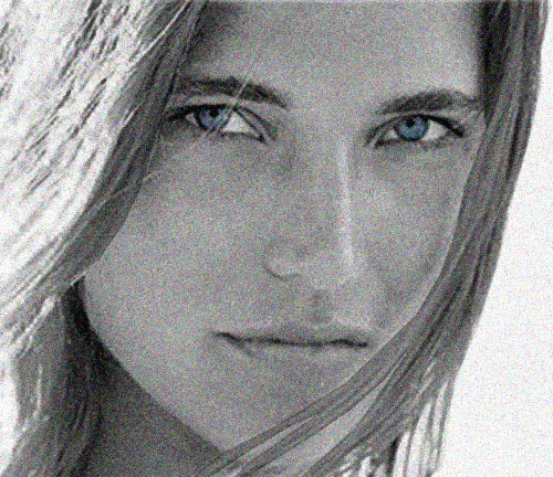 Jenna de Rosnay blue eyes