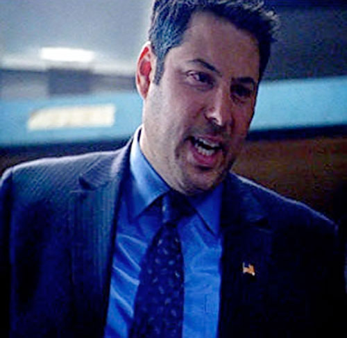 Matt Parkman (Greg Grunberg in NBC's Heroes) with a blue shirt and suit