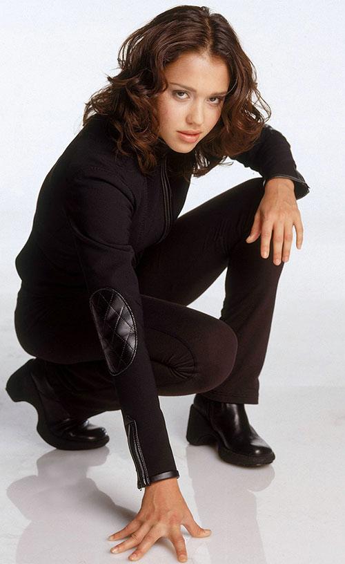 Max Guevara (Jessica Alba in Dark Angel) crouching