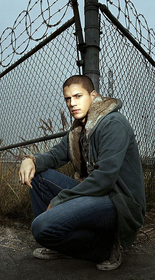 Michael Scofield (Wentworth Miller in Prison Break) near a fence
