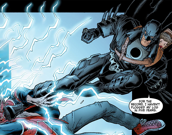 The Midnighter kicks the Colonel (The Authority) (Wildstorm Comics)