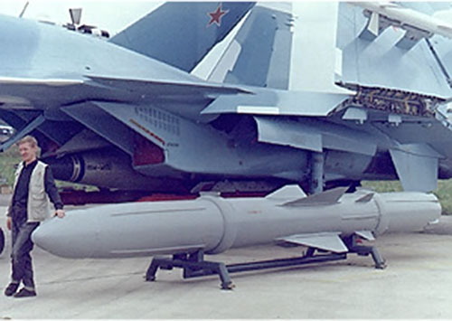 Large missile under a Russian jet fighter