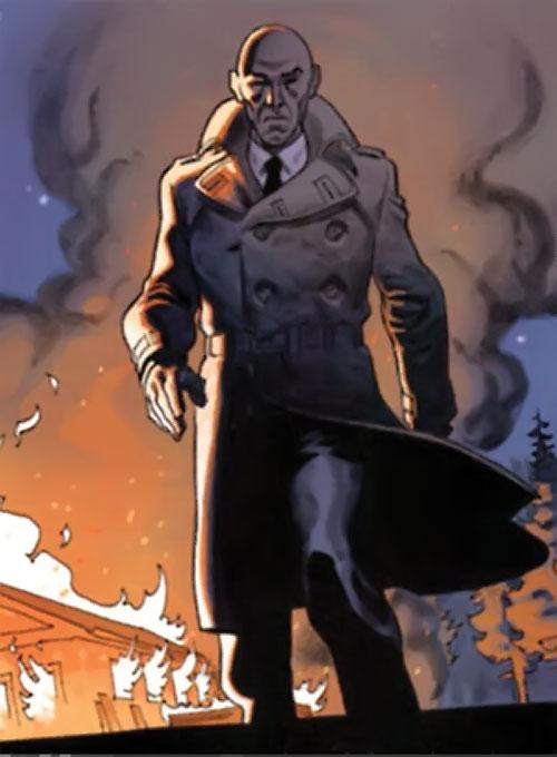 La Mangouste (Mongoose) (XIII graphic novels) walking away from a burning house