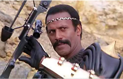 Nadir (Fred the Hammer Williamson in The New Barbarians) grabs his bow