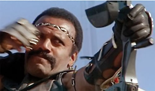 Nadir (Fred the Hammer Williamson in The New Barbarians) shoots his bow