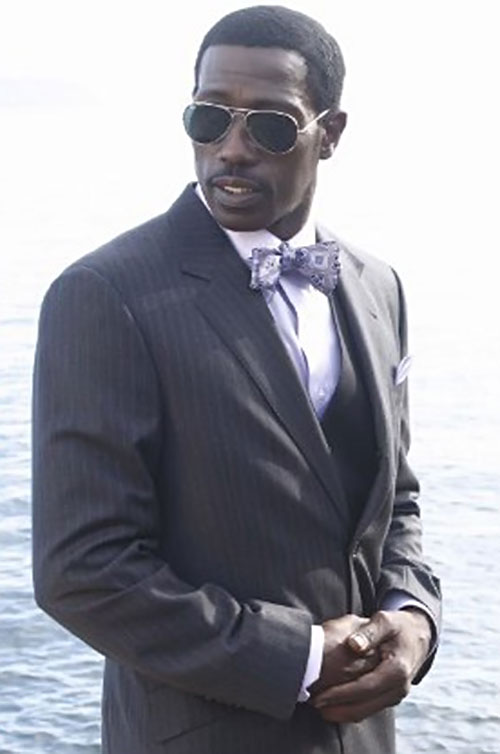 Neil Shaw (Wesley Snipes in The Art of War) in a suit and bow tie
