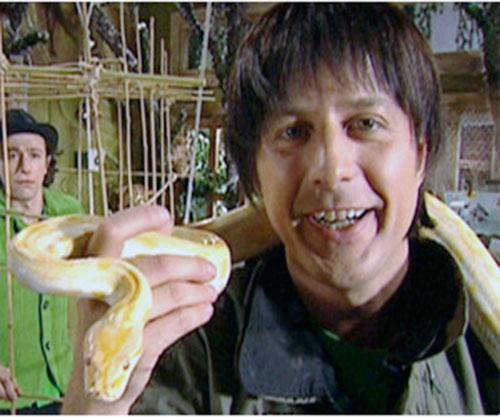 Pau (Joan Valenti in Club Super-3) with a snake