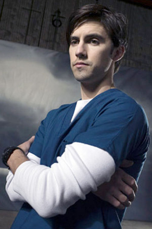 Peter Petrelli (Milo Ventimiglia in Heroes) with arms crossed