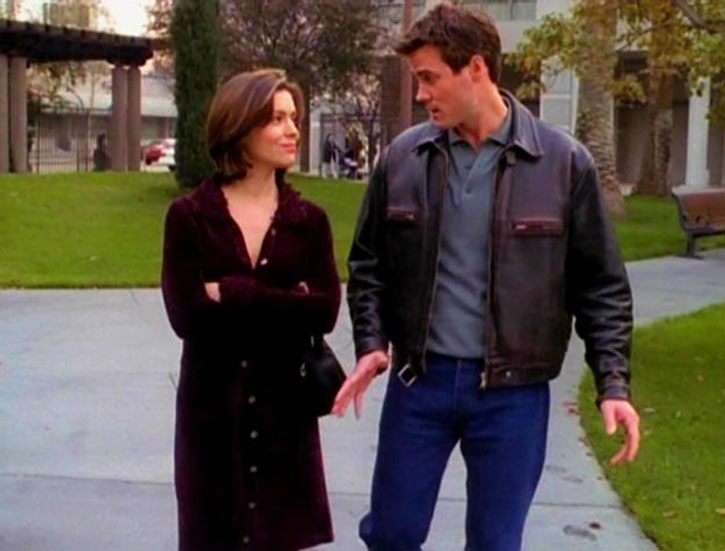 Phoebe Halliwell (Alyssa Milano) walking with Andy Trudeau
