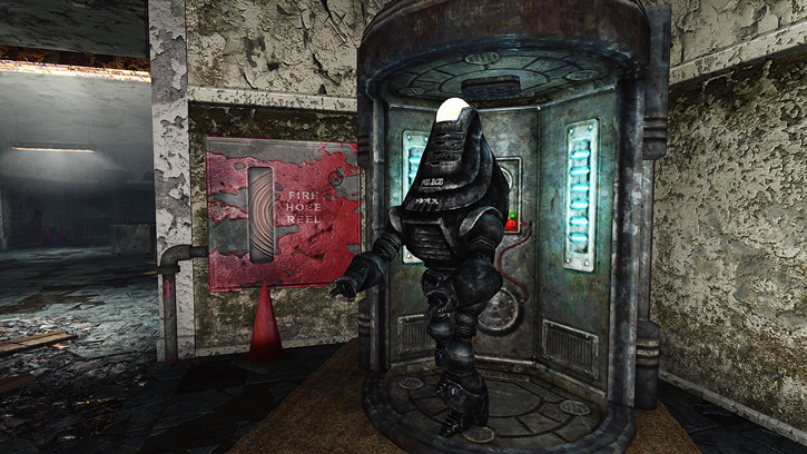 Fallout 3 - Protectron police robot and its pod