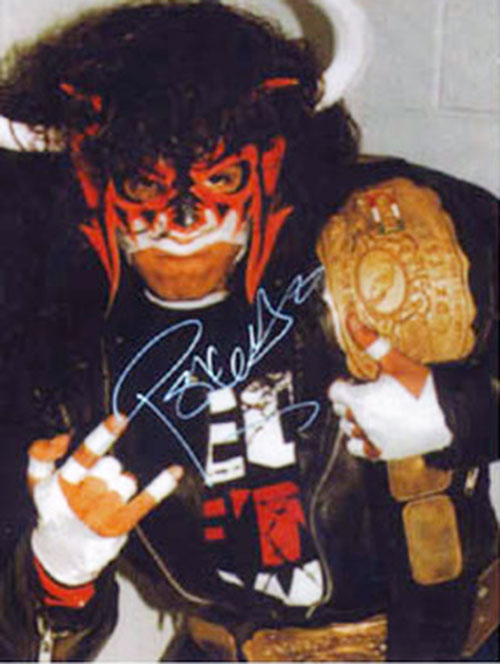 Psicosis with a red mask