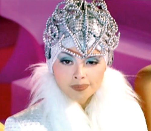 Queen Femina (Zsa Zsa Zaturnnah enemy) (Pops Fernandez) with crown and white fur