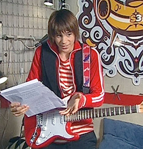 Roc (Ferran Vilajosana in Club Super 3) with his guitar