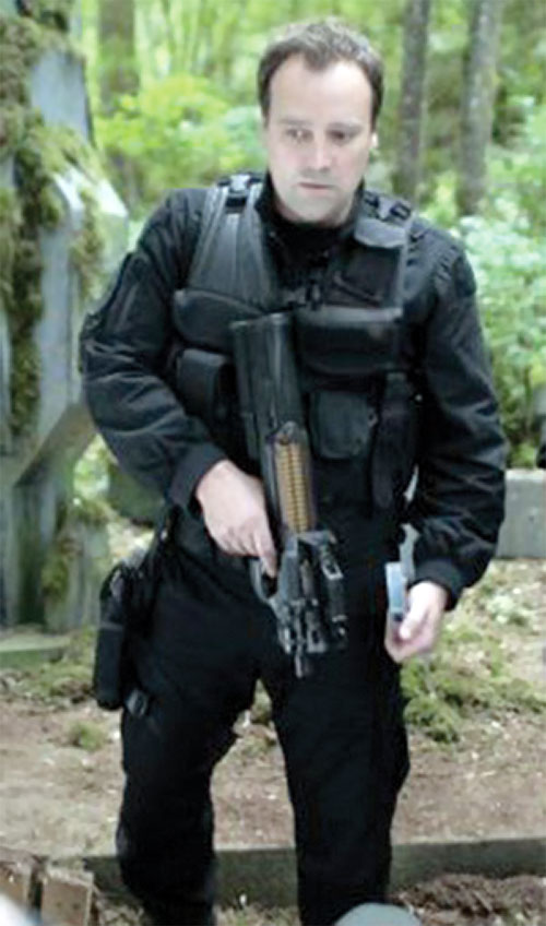 Rodney McKay (David Hewlett in Stargate Atlantis) with a P90 in a forest